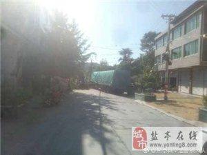 永泰乡陈家井桥路段被一辆重型牵挂车堵死,请绕行