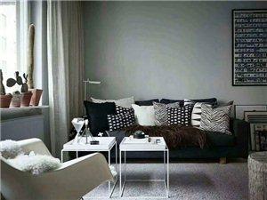 #小美居分享#客厅的一面墙俨然成了画廊,一旁餐桌旁的Thonet椅子以及