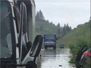 突发!寻乌龙廷方向发生两车相撞交通事故,雨天路滑千万要小心!