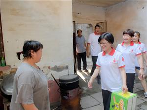 8月5日于主席跟随志愿者一起到杨军家里