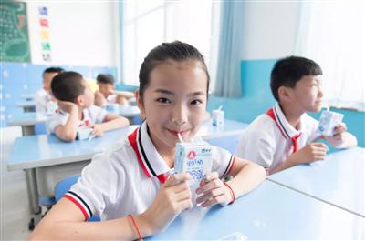 """课间喝学生奶益处多蒙牛学生奶用品质助力""""少年强"""""""