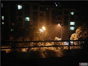 环城路周边每天晚上所产生的浓烟环保局何时能管一管?
