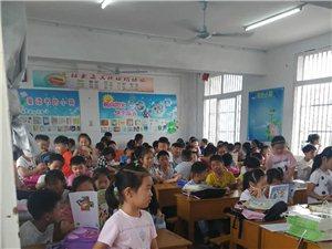 老四校一个班132名学生,孩子们真的太挤了!!!