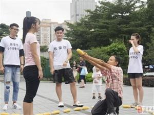 小伙用50根玉米求婚被女孩骂幼稚,网友揭露:他三年向四人求过婚