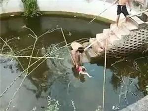 太残忍了!四川15岁后妈把3岁娃儿丢进水池淹死