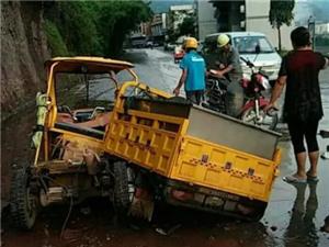 黑人!宜宾一大姐骑三轮车卖鱼时被大石砸中…