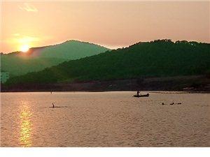 夕映凤凰湖