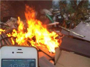 谁干的?!汉中共享单车被火烧!