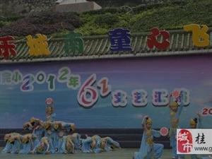 澳门网上投注游戏县领导看望慰问少年儿童