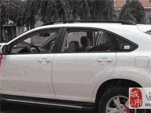 交警提示:提新车时,这种红布条千万挂不得