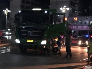 乐安县政府后面一电动车的被碾在车下,车祸原因情况不明