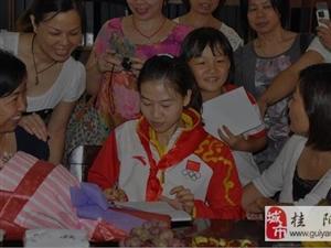 易思玲回母校看望老师 勉励学弟学妹