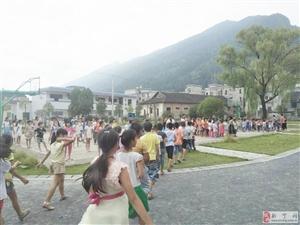 """万峰学校""""开学第一课"""":安全疏散演练"""