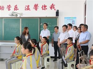 中共合阳县委书记李县平等领导看望慰问教师代表