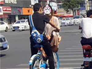 必须爆出来!漯河市中心这对儿男女,公开在共享单车上秀恩爱!
