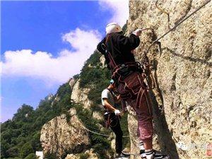 栾川俩摄影师爬悬崖峭壁拍飞拉达攀岩极限运动,结果……