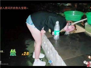 华哥传媒:主播胖C吃辣椒被辣到用水冲舌头,无法忍受。