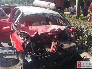 大货车与出租车相撞殃及奥迪车 奥迪车上女乘客胸12爆裂骨折