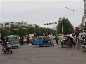 漯河中心医院附近,又有人堵路啦!