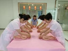 红日培训学校高级育婴员免费培训10月10日开课,还有最后几个名额抓紧
