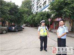 交警大队副大队长李靖一行深入城区督导检查道路交通秩序管理工作
