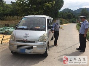 交警大队富驿中队查获一起公路客运车辆超员50%严重交通违法行为
