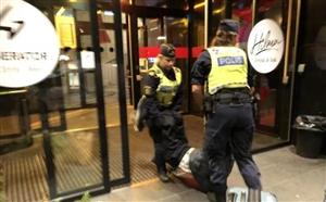 一家三口被扔坟场!中国游客遭瑞典警察粗暴对待,我大使馆严正交涉!