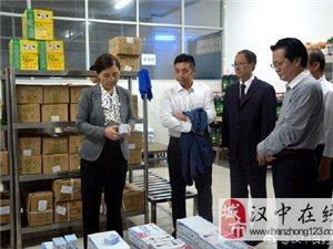 汉中市委常委、副市长谢京帅检查督查秋季学校食品安全管理工作