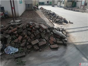 建苑小区(酒厂北院)的小区内路面问题影响城市形象
