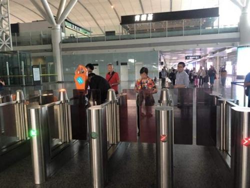 19分钟!第一批乘客已搭乘广深港高铁抵达深圳北站