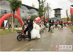 汉中首场绿色婚礼在雨中进行,80余人骑共享电单车助力