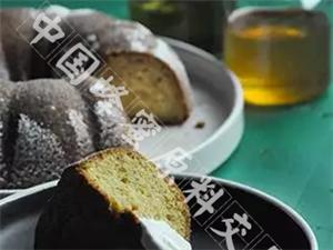 这个办法制作的蜂蜜蛋糕口感丰富做法还简单~