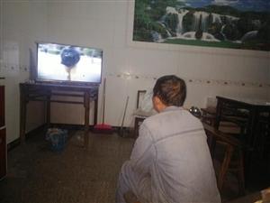 中坝社区党支部组织党员群众观看对台反间谍宣传