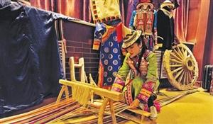 彩衣飘飘――探访国家级非遗裕固族服饰制作传承人安晓霞