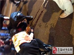 蓬溪夜晚发生车祸事故老人倒地血流不止!