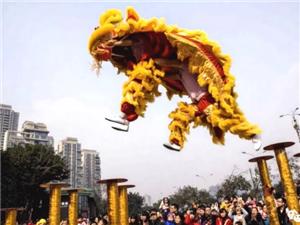 今天国庆节,新宁建设北路发生了一件大事!轰动全城!