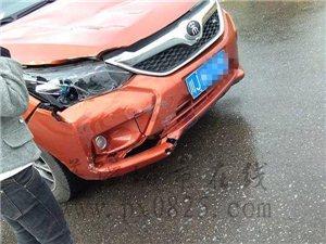 蓬溪迎宾大道发生车祸