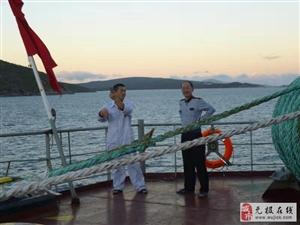 【源海船务】水手正在按照国外引航员指令进行操舵!