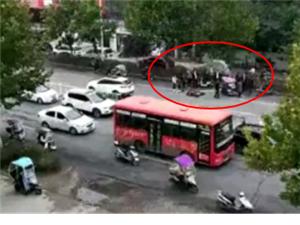 潢川弋阳路发生一起交通事故,具体事故原因以及伤亡情况尚不明确
