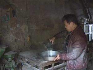 丰都孝子七年来放弃高薪工作,在家照顾瘫痪母亲!