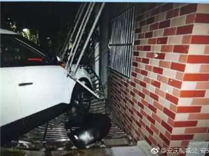 """昨晚桐城一人报警""""有人把车开到我家里了"""""""