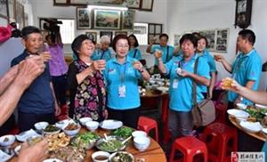 马来西亚、新加坡四驱万里行车队一行来到了坪上杨梅塘村