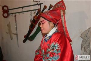 龙口村的秦腔非常欢,全村的老少爷们都在围观