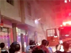 化州东湖一幢住宅楼火灾,火势凶猛,屋主欲从三楼跳楼逃生…