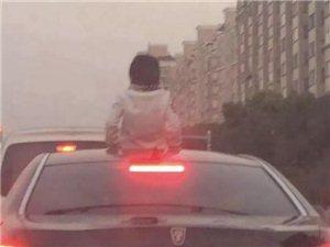 13岁小孩身体伸出车天窗外,不幸撞上限高栏……视频震惊