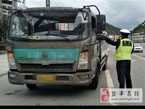 交警大队直属中队开展货运车辆未盖篷布运输专项整治