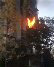 视频!南溪一小区住户家突然起火,浓烟滚滚好吓人