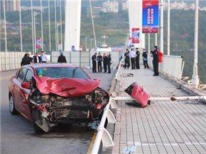 万州公交车坠江原因公布:乘客与司机激烈争执互殴后车辆失控