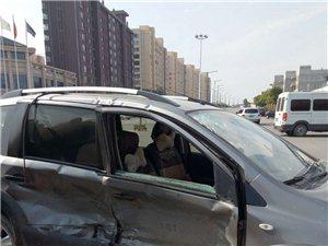 澳门赌博网站响铃小区十字路口出车祸了,同志们开车小心啊