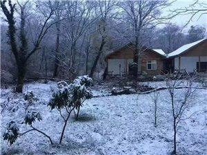 今天,旺苍鼓城山七里峡下雪了......
